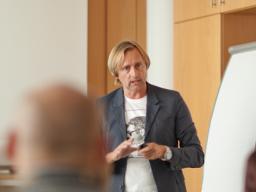 "Webinar: Online-Erfolgsschmiede-Programm: MIKE FISCHER ""Wege zur Exzellenz - Wie man ein Ausnahmeunternehmen aufbaut"""